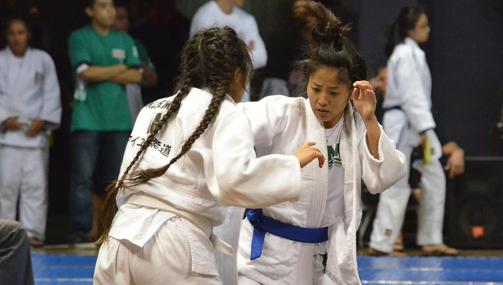 Girls Judo 2016-2017 at Mid-Pacific