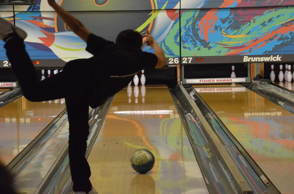 Boys Bowling at Mid-Pacific